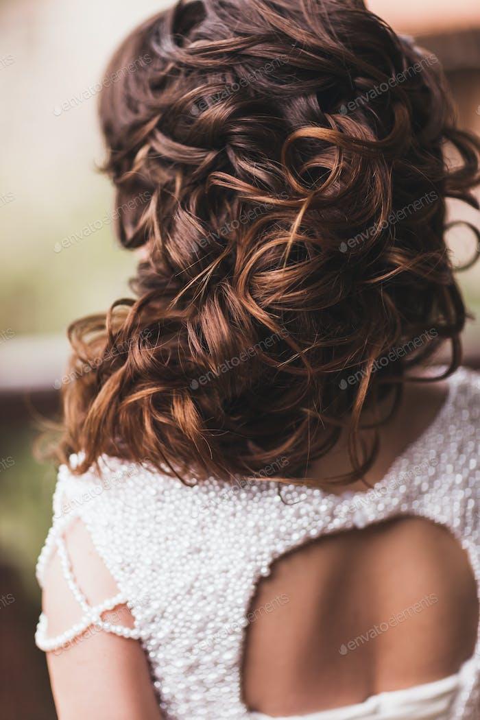 Haardetail der Braut mit Locken close-up