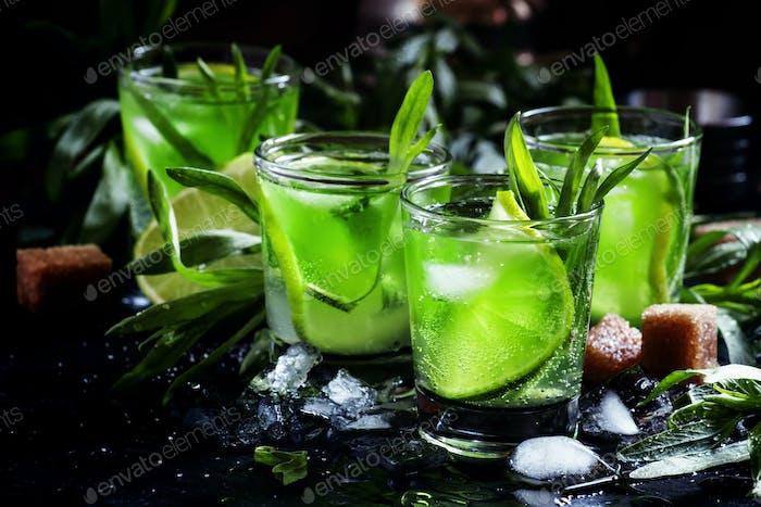 Capri Alkoholischer Cocktail mit Wodka, Limettensaft, Soda, Estragon