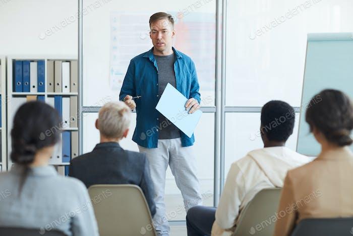 Referent zur Präsentation des Publikums