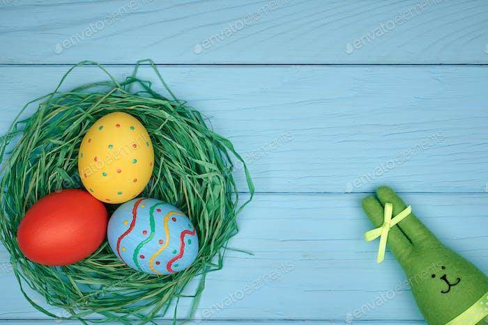 Пасхальные яйца ручная роспись, кролик, дерево фон