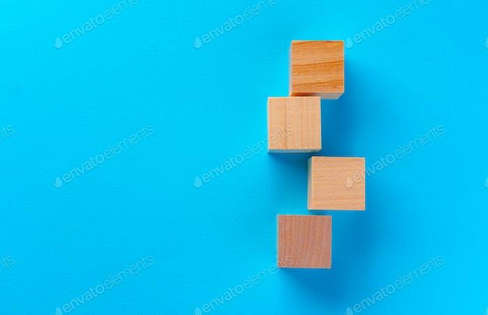 Vista superior de bloques de juguete de madera en azul