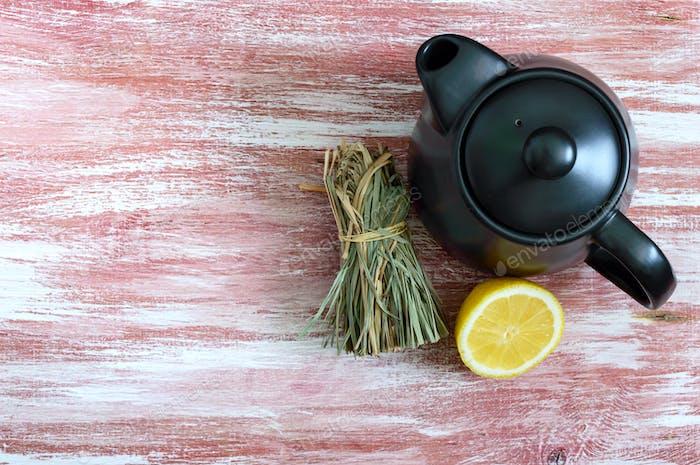 Dry lemongrass, fresh lemon, teapot