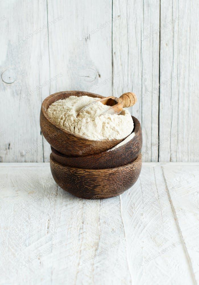 Teff Mehl in einer Schüssel mit einem Löffel