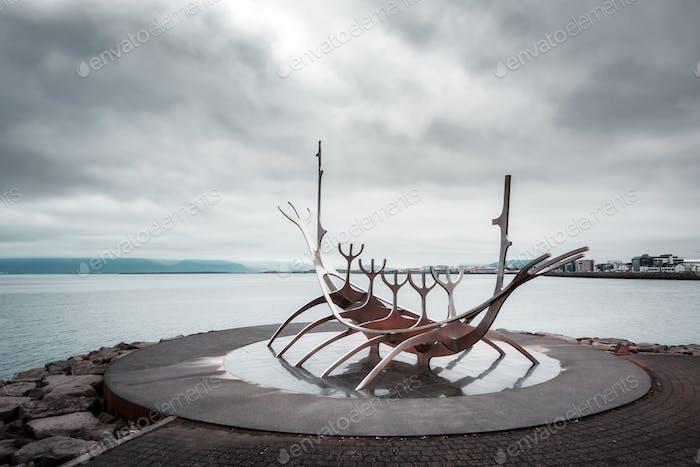 Stadtbild mit berühmter Solfar Skulptur