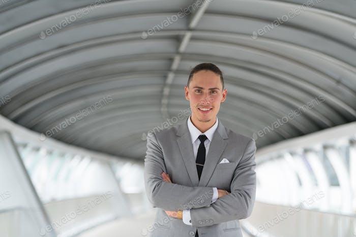 Портрет молодой красивый бизнесмен