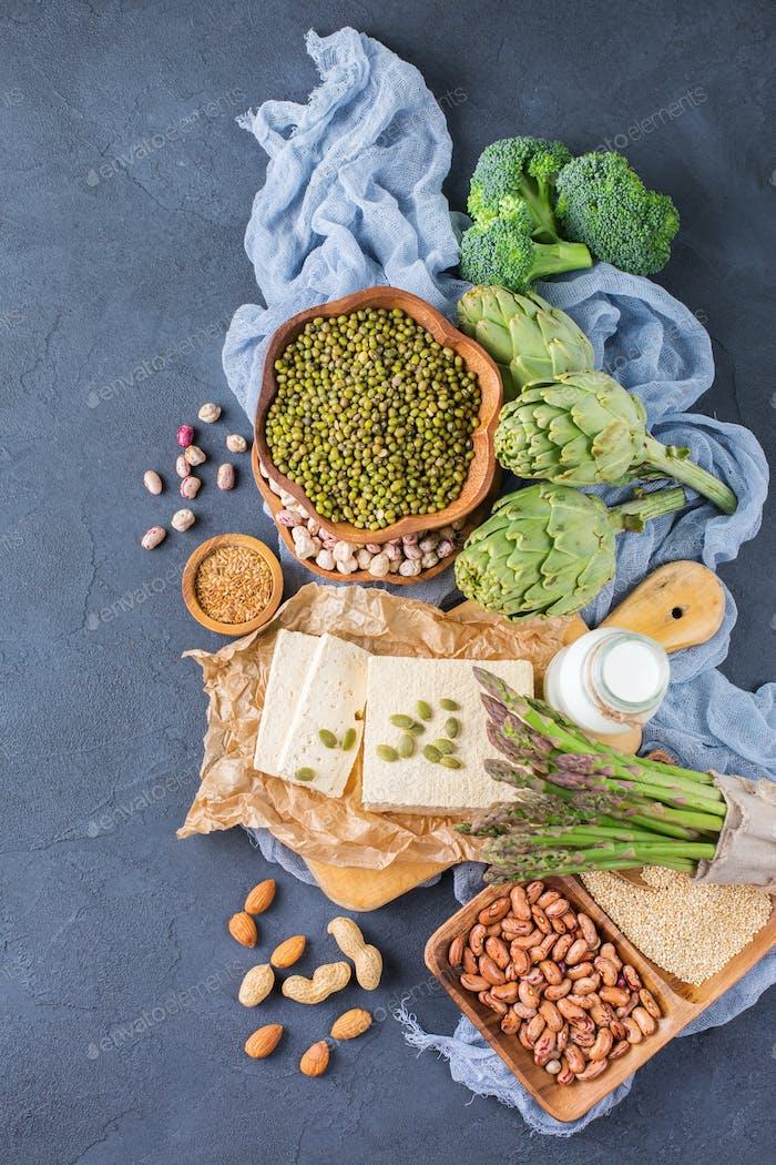 Sortiment gesunder veganer Proteinquellen und Bodybuilding-Lebensmittel