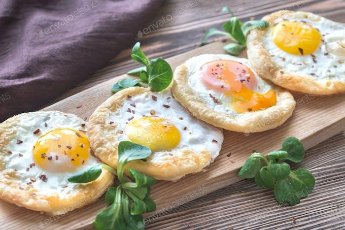 Gebackene Eier in Blätterteig