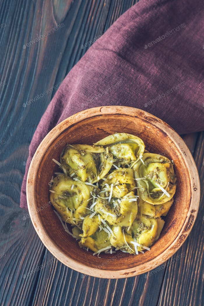Bowl of tortelloni stuffed with ricotta