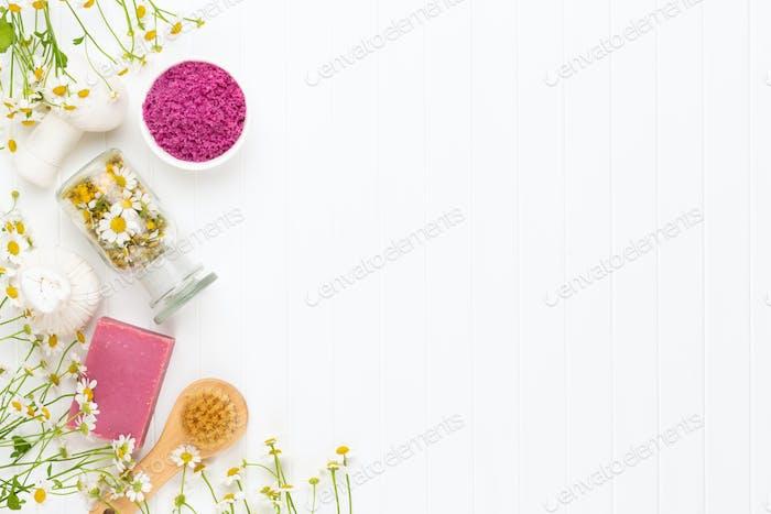 Zusammensetzung Aromatherapie mit Naturkosmetik.