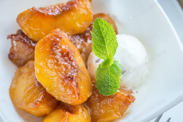 Caramelized peaches with vanilla ice cream