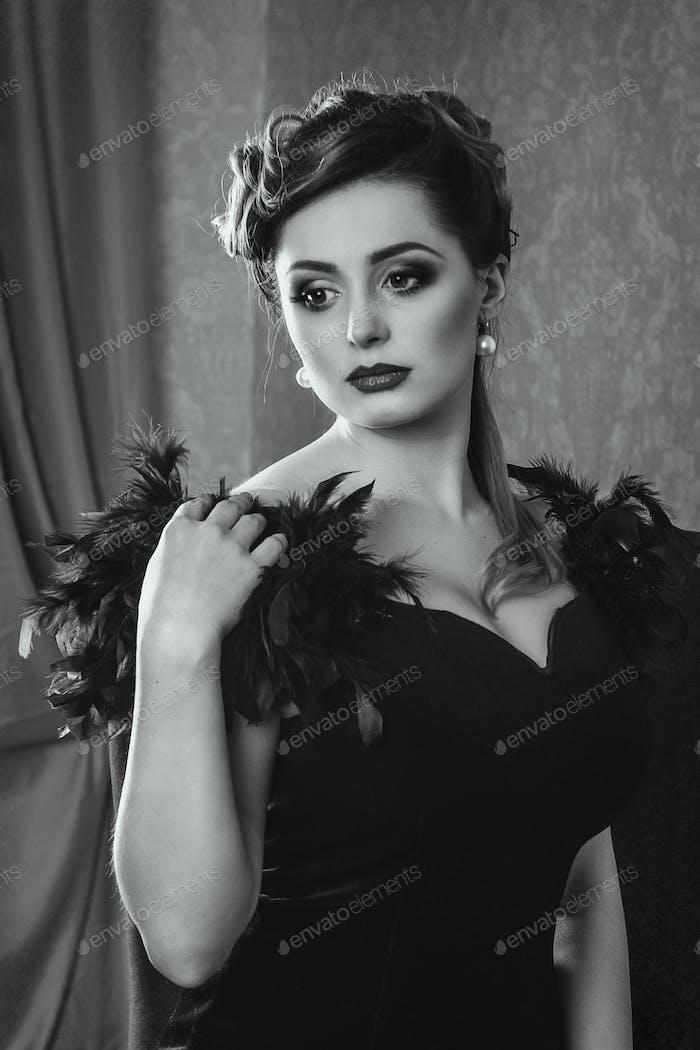 junge Brünette Mädchen Modell und Schauspielerin Nahaufnahme Porträt, schwarz und weiß