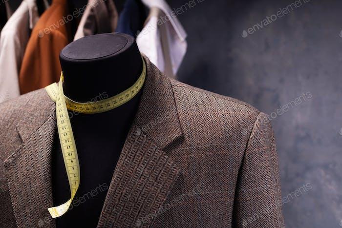 Blazerjacke auf männlicher Schneiderpuppe