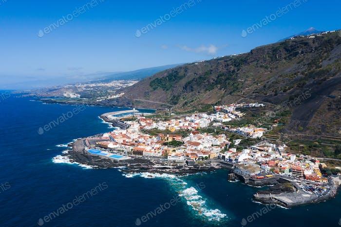 Strand in Teneriffa, Kanarische Inseln, Spanien.Luftaufnahme von Garachiko auf den Kanarischen Inseln