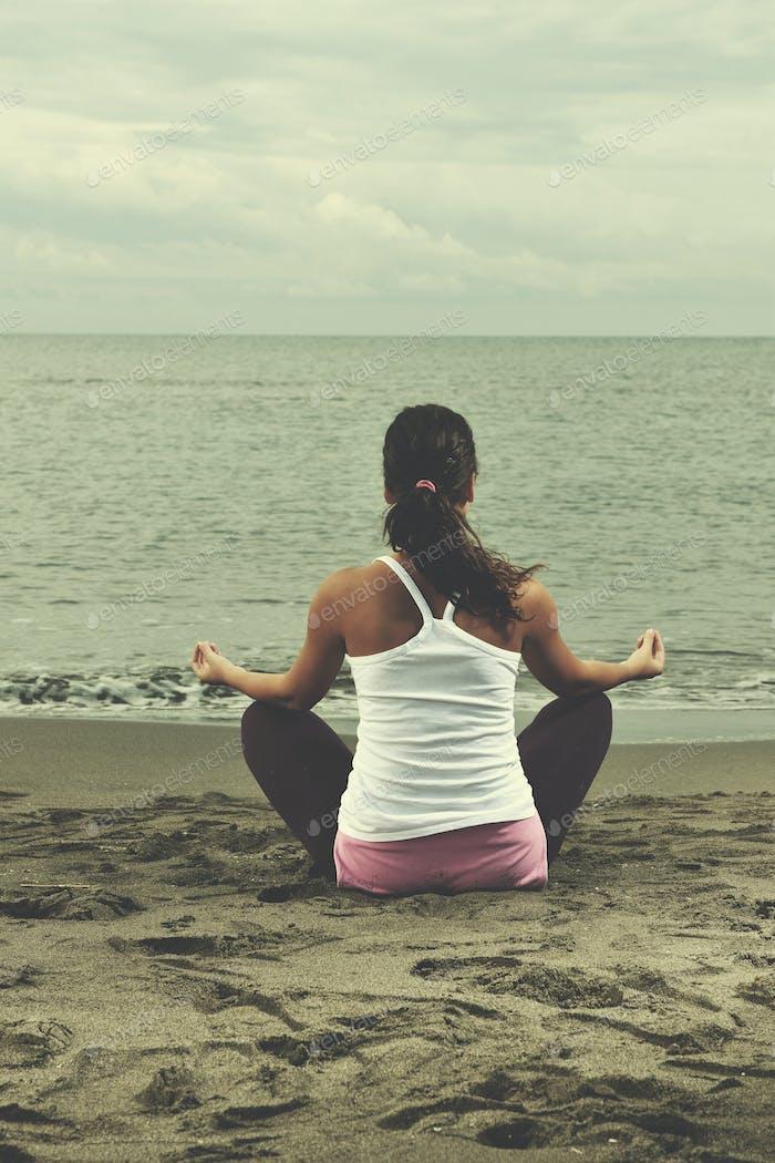 Frau Yoga Strand