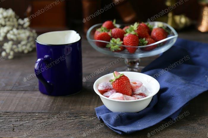 Strawberry with Yoghurt