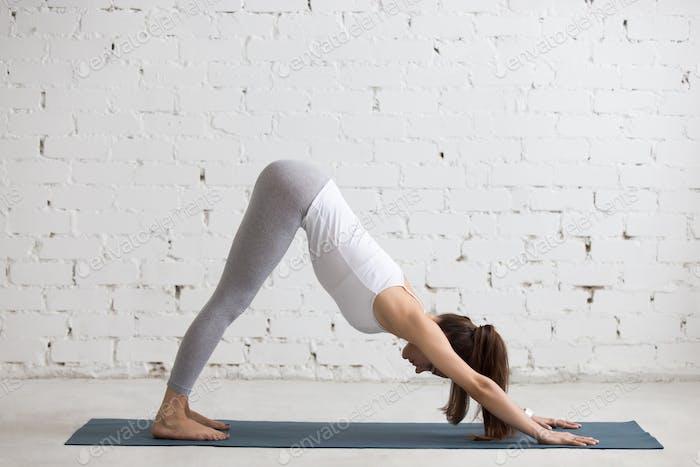 Yoga drinnen: Adho Mukha Svanasana