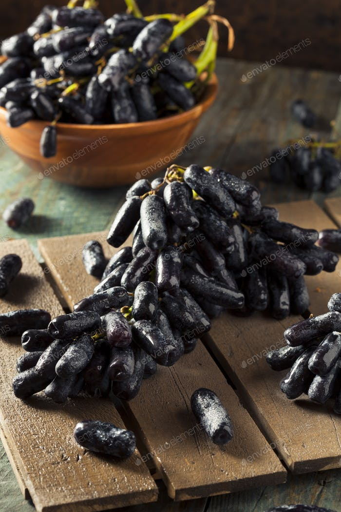 Raw Organic Long Purple Grapes