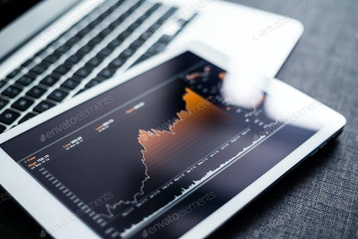 Tableta digital del gráfico del mercado de valores