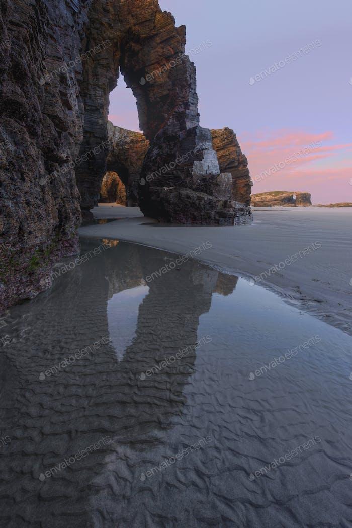 Eine der Säulen des Strandes von As Catedrais