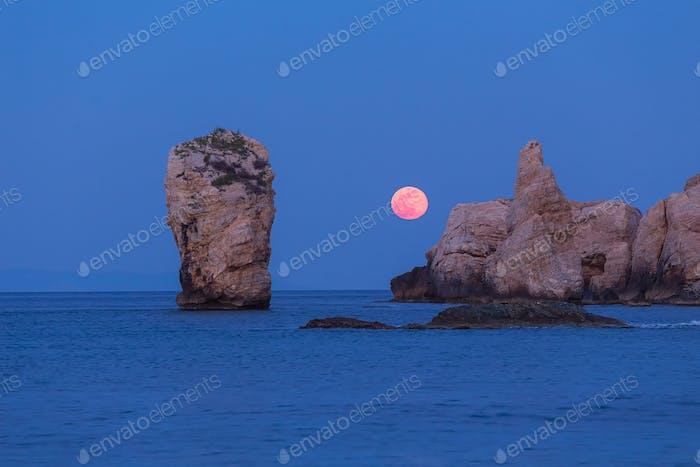 Full Moon Rise Over The Ocean