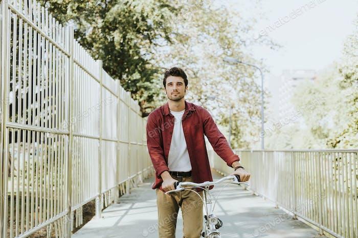 Radfahrer in einem Park