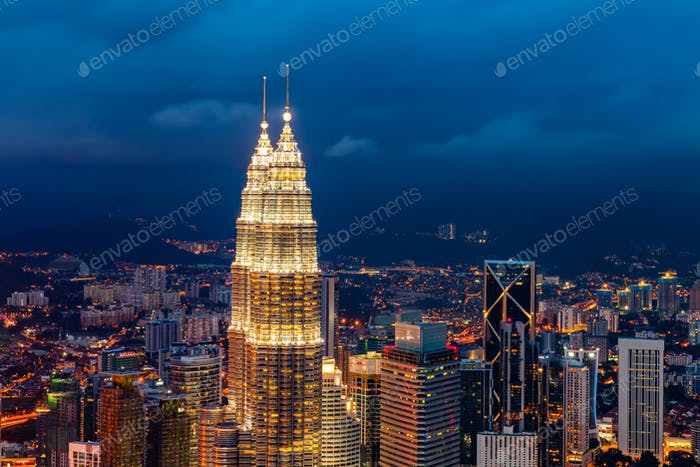Die Petronas Towers, zwei Wolkenkratzer in Kuala Lumpur, Malaysia.