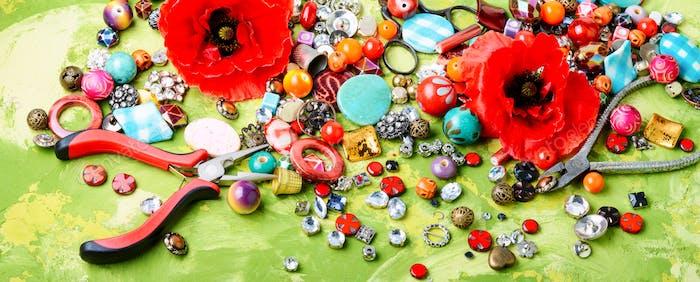 Perlen und Mohn