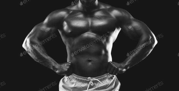Schwarz-Weiß-Foto von Muskelsportler