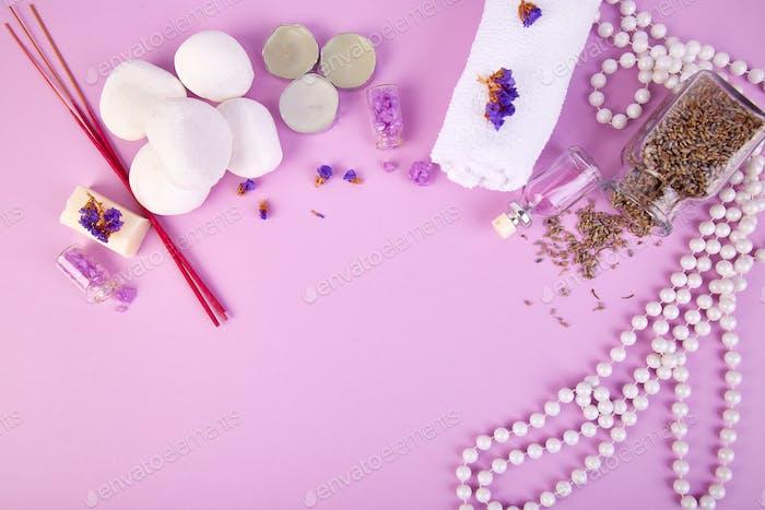 Spa-Konzept. Aromatische Kerzen, Seife Schönheit und Spa Kosmetik