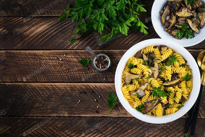 Fusilli Pasta glutenfrei mit Waldpilzen