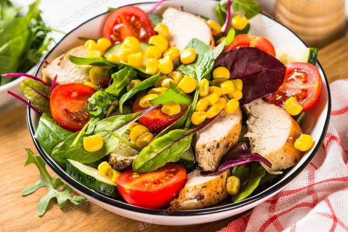 Salad with Chicken and vevetables