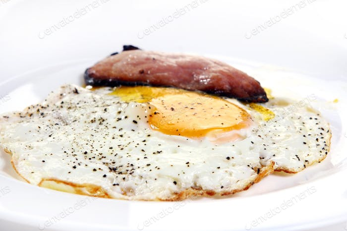fresh eggs with grill bekon