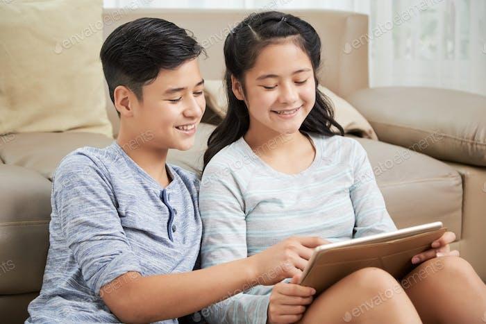Geschwister lesen