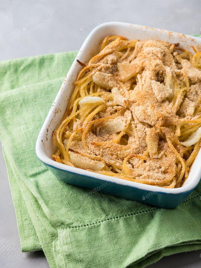 Spaghettigratin mit Fenchel und Parmesankäse