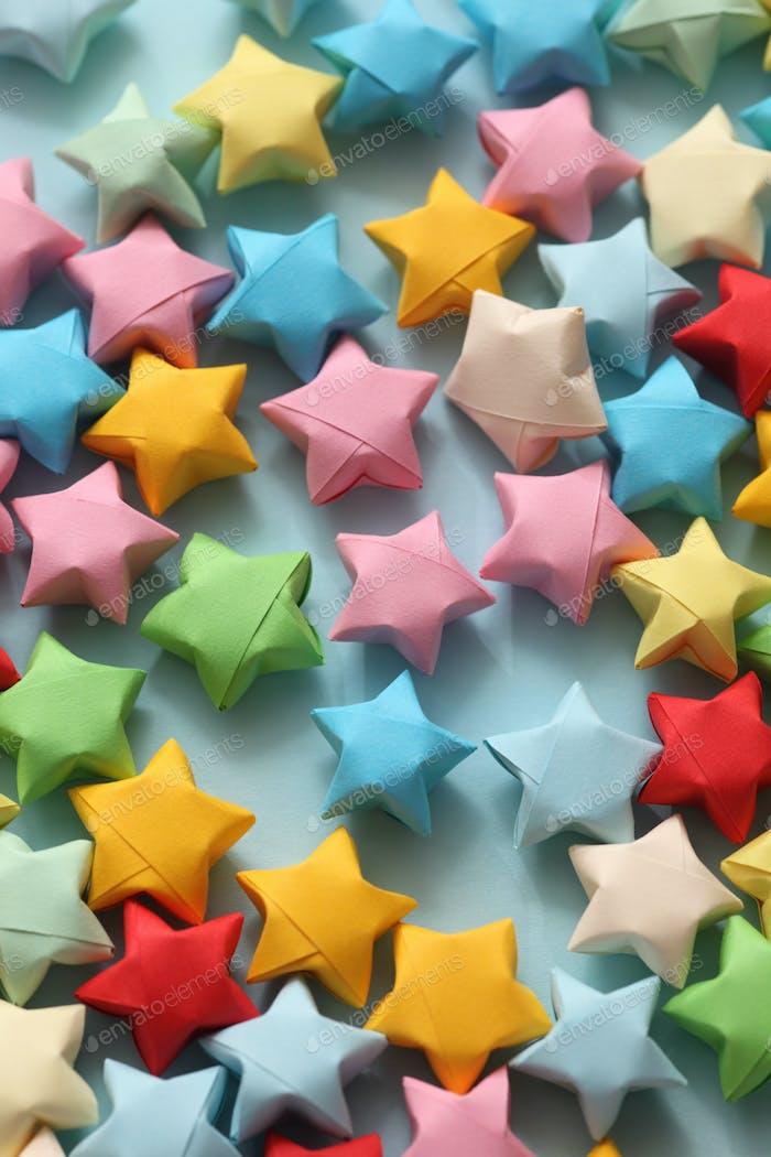 Bunte Origami Glückssterne