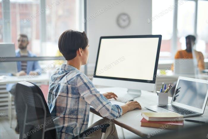 Trabajo delante del monitor