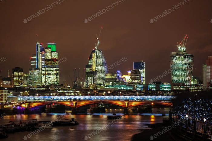 Thumbnail for London skyline at night