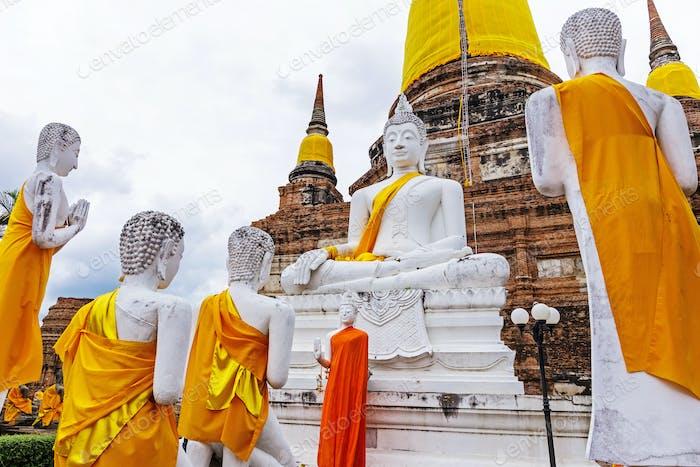 Pagoda and Buddha Statues at Wat Yai Chaimongkol
