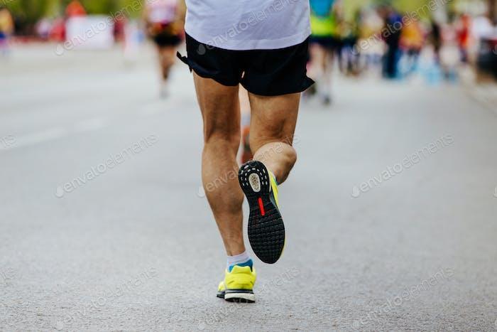 Rückansicht Beine männlich Läufer