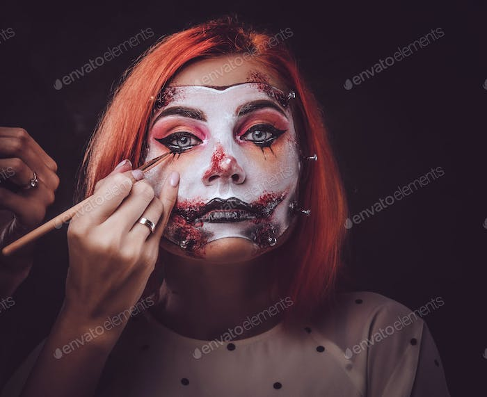 Makeup artist is creating scary art for Halloween