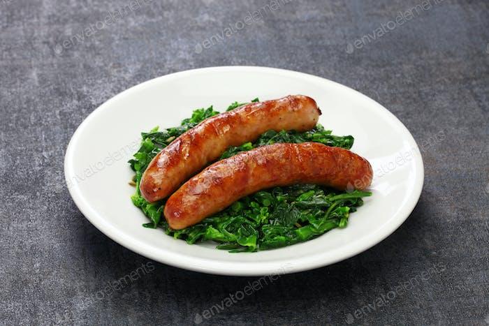 salsiccia e cime di rapa, Wurst und geschmorte Tunip Greens