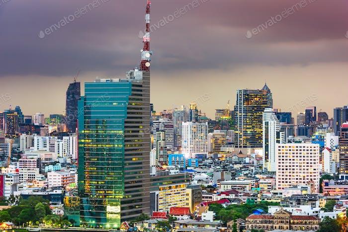 Bangkok, Tailandia paisaje urbano al atardecer.