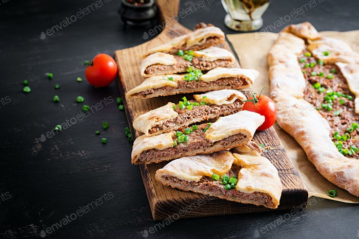 Turkish pide with minced meat, Kiymali Pide