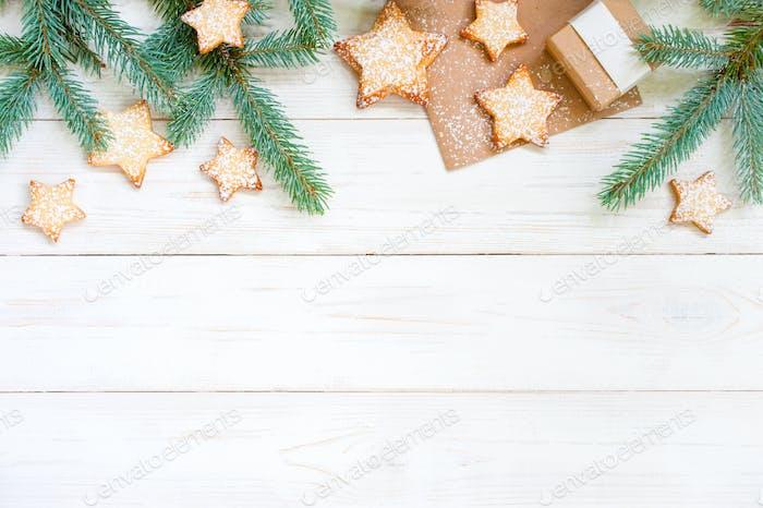 Weißer weihnachtlicher Hintergrund mit Tannenzweigen