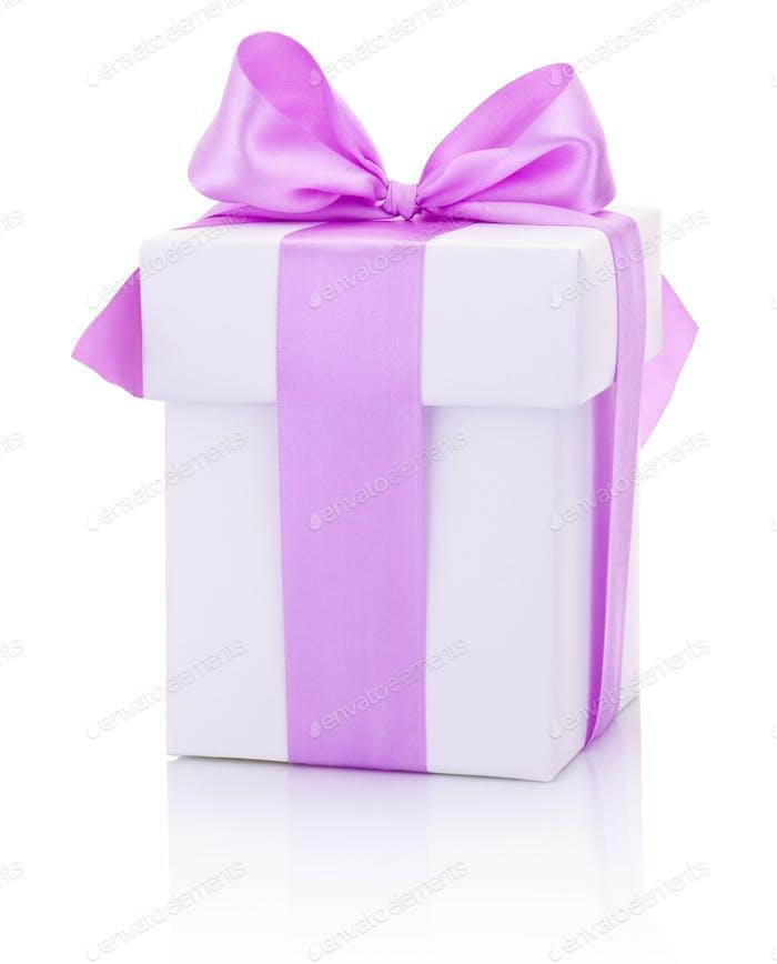 Weiße Box gebunden rosa Schleife Isoliert auf weißem Hintergrund
