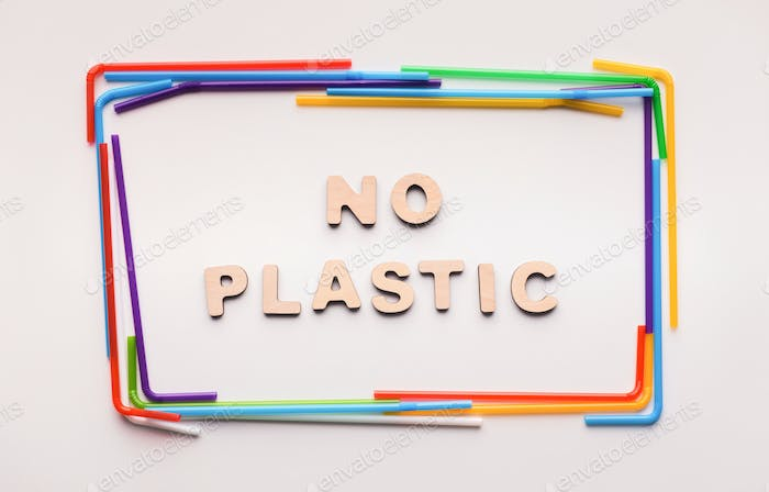 No plastic text inside frame of straws for drink