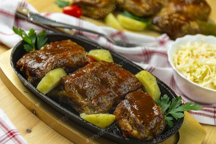 Rippchen in BBQ-Sauce