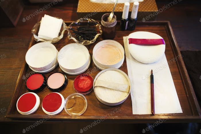 A tray of pots, rice powders, blushers and loose powder