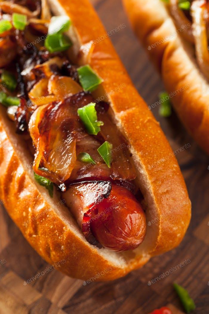 Hausgemachte Speck verpackt Hot Dogs