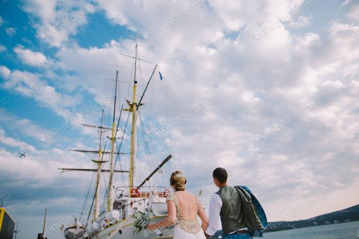 wedding couple travel